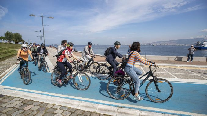 Izmir Will Ride On Bike, Run, Use Public Transport