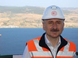 Karaismailoğlu examina la construcción del puente Çanakkale de 318 a 1915 metros de altura