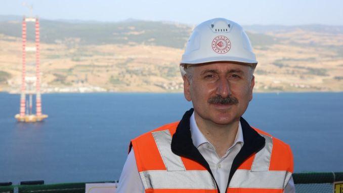 Karaismailoğlu preučuje gradnjo mostu Çanakkale iz leta 318 na višini 1915 metrov