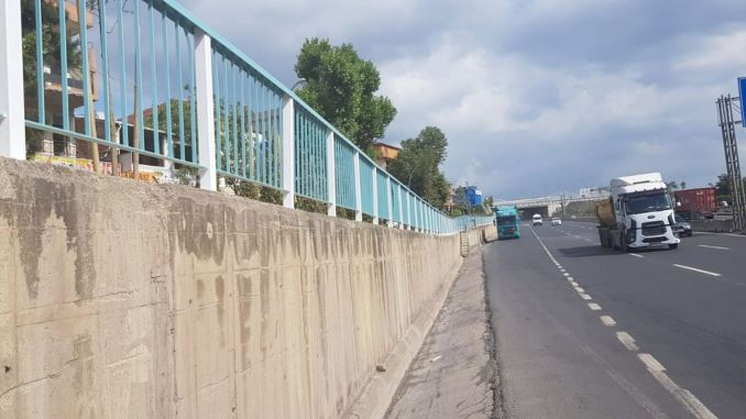 Railings on Bridges and Roadsides in Kocaeli are Painted in Turquoise and White