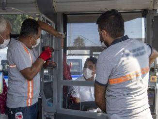 Período de cabina transparente en el transporte público en Mersin