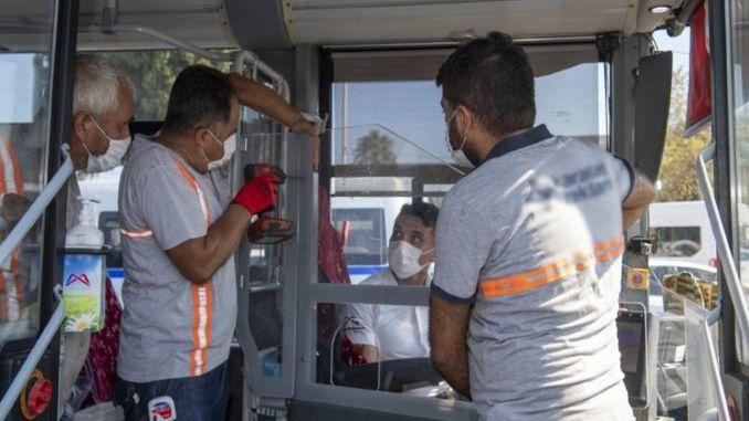 Période de cabine transparente dans les transports publics à Mersin