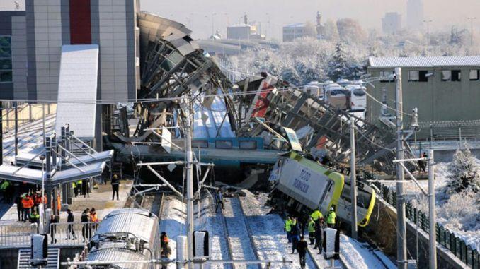 Speciale Celse voor Bürokrata in YHT Crash in Ankara