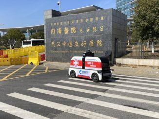 Mobiel Covid-19-testvoertuig bediend door robots in China gestart met service