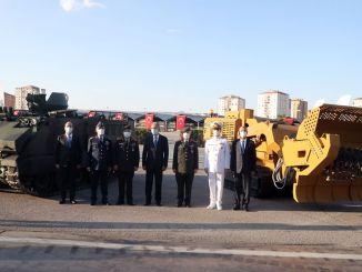 Elektrisch gepantserd gevechtsvoertuig en onbemand mijnopruimingsvoertuig voor het eerst gespot