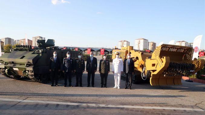 Vehículo de combate blindado eléctrico y vehículo de limpieza de minas no tripulado vistos por primera vez