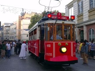 इस्तांबुल में आने वाले पर्यटकों की संख्या अगस्त में भी घट गई