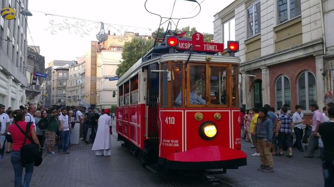 The Number of Tourists Coming to Istanbul Decreased Also in August
