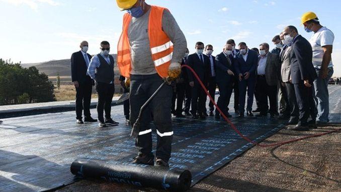 Karaismailoğlu, examinó las obras de construcción de carreteras de Ankara Kahramankazan en el sitio