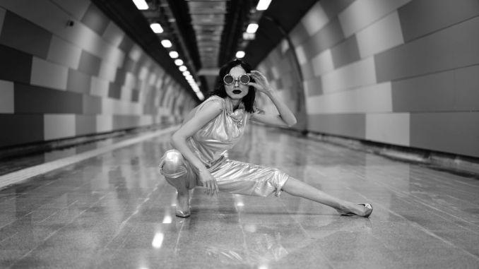 Mecidiyeköy Mahmutbey Metro Line Pose For Photographers Before Everyone