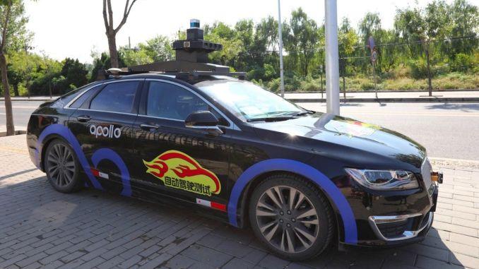 หุ่นยนต์แท็กซี่อพอลโลบนถนนในปักกิ่ง
