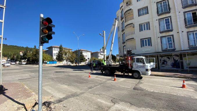 Se amplía la red de señalización de la autopista en Adiyaman