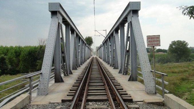 Sandblasting painting on steel bridges in Ankara Kayseri line