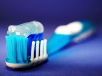 Історична пригода зубної щітки, хто і коли використовував першу зубну щітку