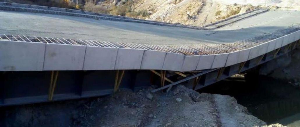 Die Calkoy-Brücke, deren Kosten Millionen Lira betrugen, wurde ohne Notfall zerstört
