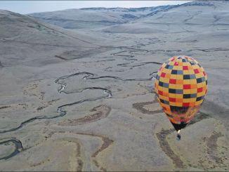 dataran tinggi tentara bertemu dengan pariwisata balon