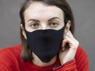 чорні латексні та тканинні маски не є захисними