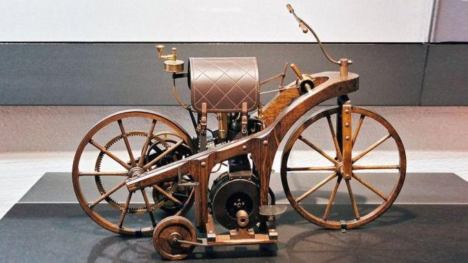 когда был изготовлен первый мотоцикл в истории кем