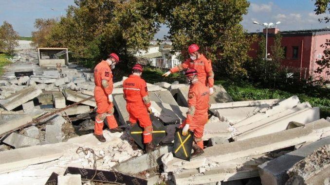 Istanbul earthquake practice from gendarmerie teams