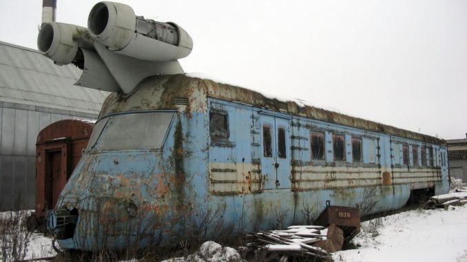 li yillarda ruslarin yaptigi km hiza ulasabilen turbojet tren