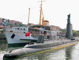 Паром Фенербахче Подводная лодка Улукалирейс