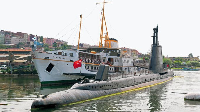 Fenerbahce Ferry Ulucalireis Submarine