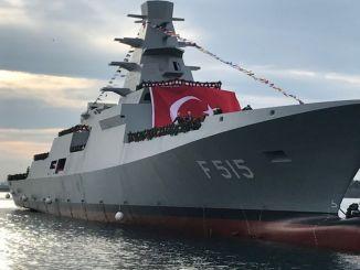 Nationale Fregatte TCG Istanbul landete auf dem Meer