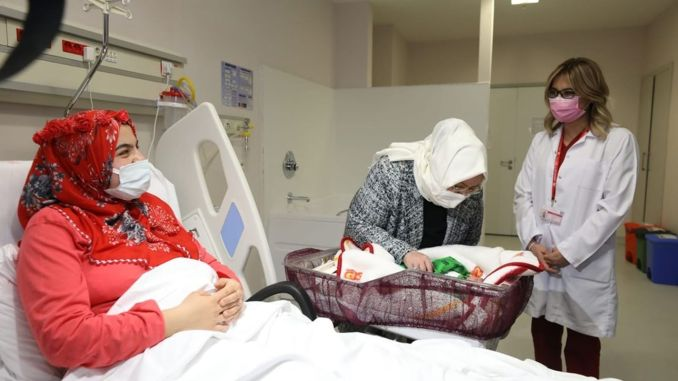 minister selcuk visits the first babies of the new year