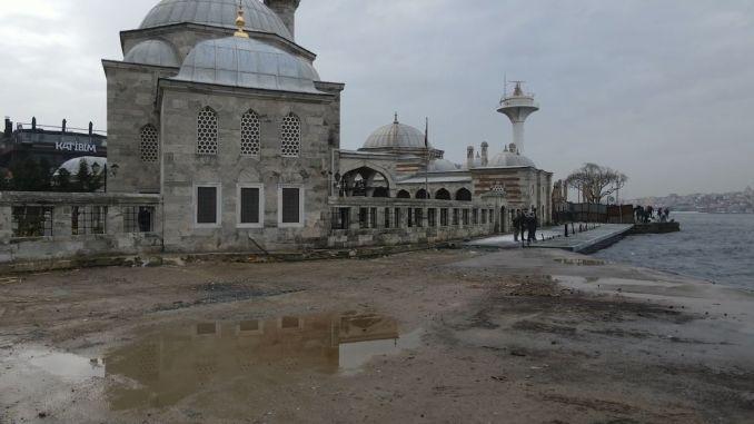 ऐतिहासिक सेम्सी पासा मस्जिद और इस्तांबुलाइट को दोषी के तहत ले जाया गया
