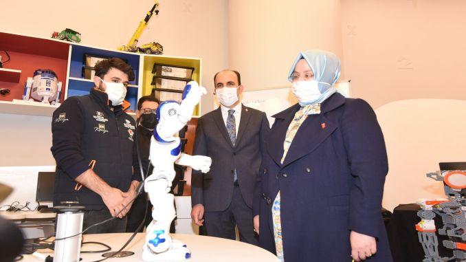 الوزير سلجوق مركز قونية للعلوم