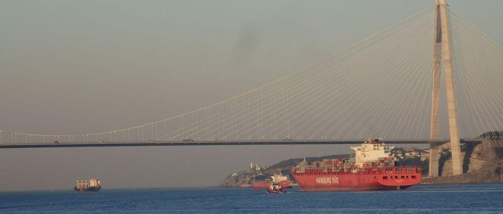 Bosporinsalmien läpi kulkevien alusten määrä väheni