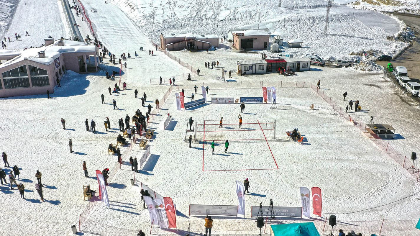 Snow volleyball tournament was held at Yedikuyular Ski Center