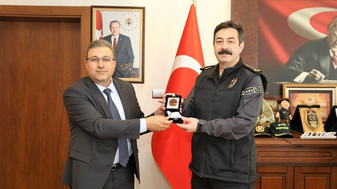 TCDD District Officer Adem Sivri visited Provincial Police Officer Ali Temizi in his office