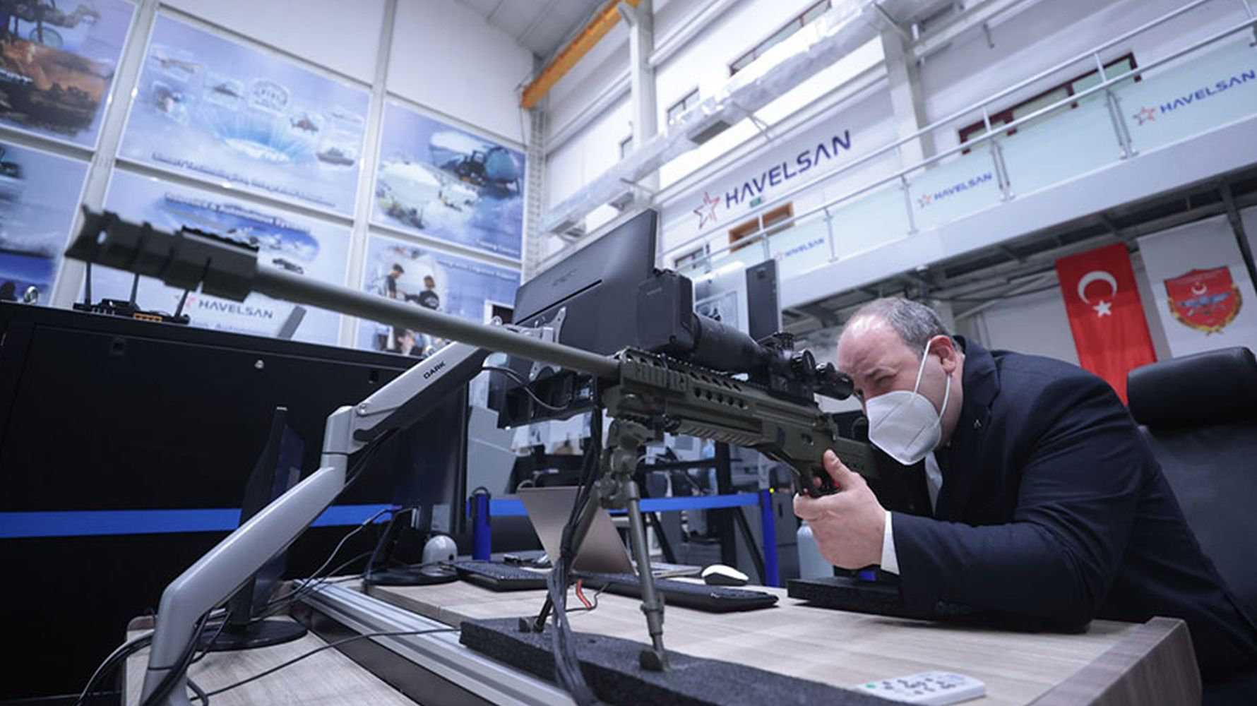 minister varank tried the sniper simulator of havelsan