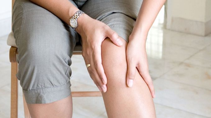 What are the symptoms of knee calcification? How is it diagnosed? What is the treatment?