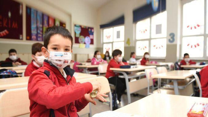 Peruskoulujen, lukioiden ja lukioiden henkilökohtaisen koulutuksen yksityiskohdat määritettiin