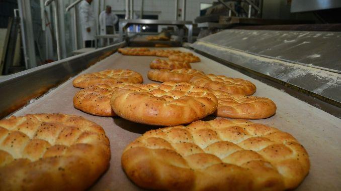 Izmir Kent Ekmek Ramazan Pidesi Liraya Satilacak