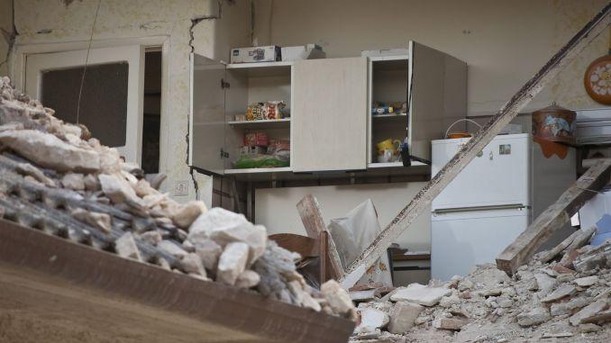 Wie und warum ein Erdbeben auftritt, was Sie in Ihrem Erdbebenanker haben sollten