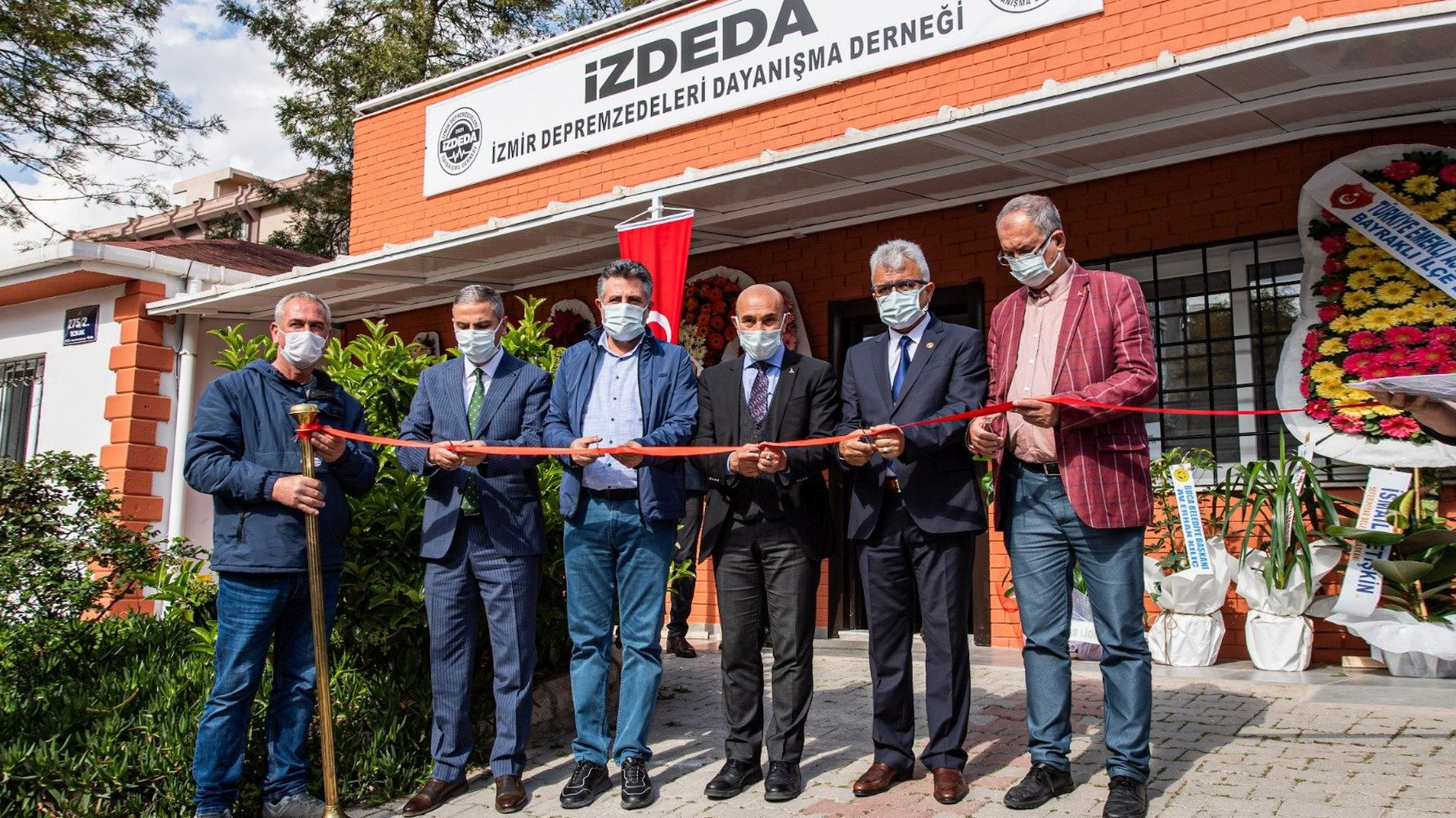Earthquake Survivors from İzmir Organized Under the Roof of İZDEDA