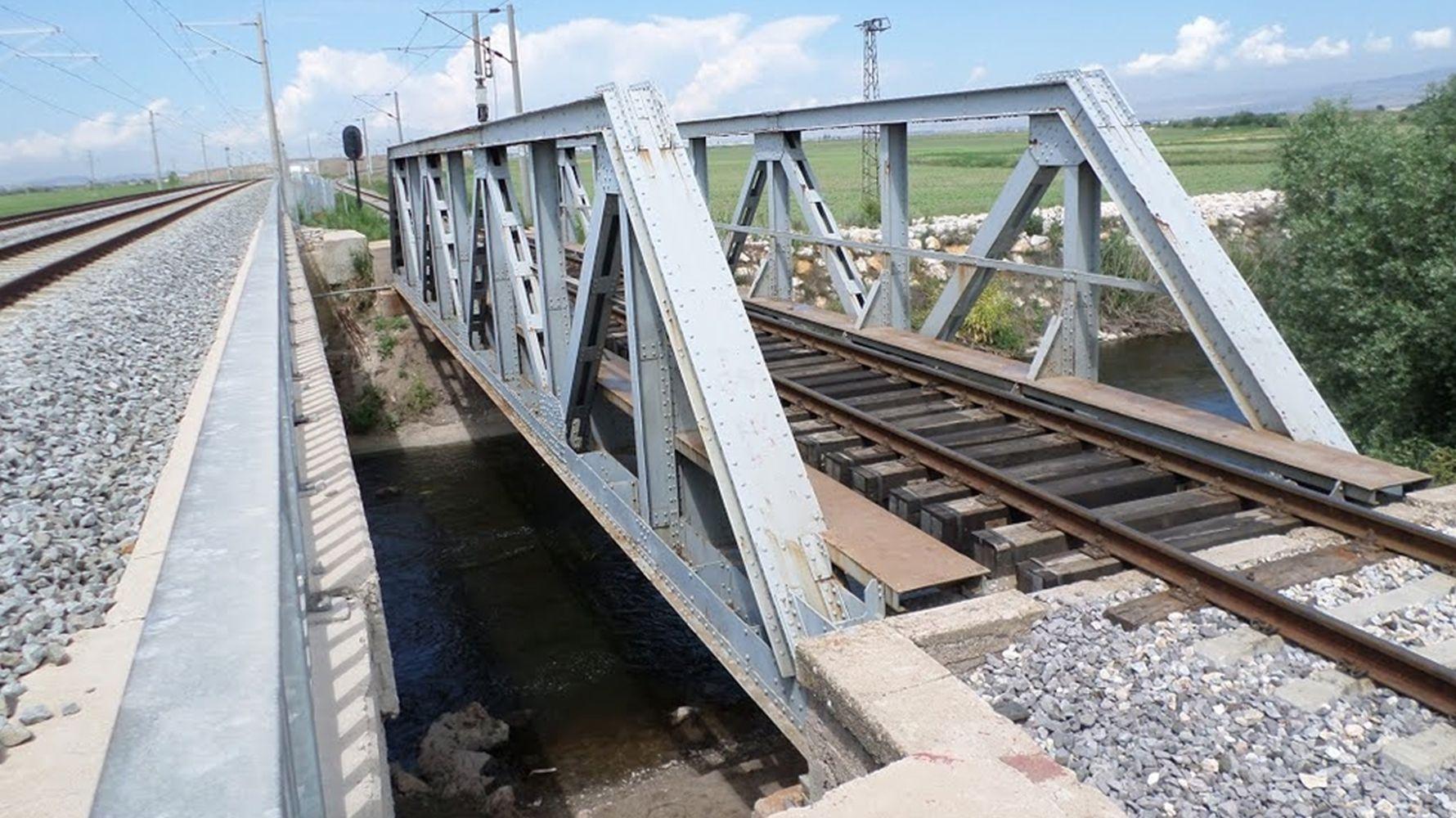 Brückenarbeiten werden durchgeführt
