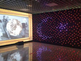 април цифров дисплей на гара Мармарай Йеникапи