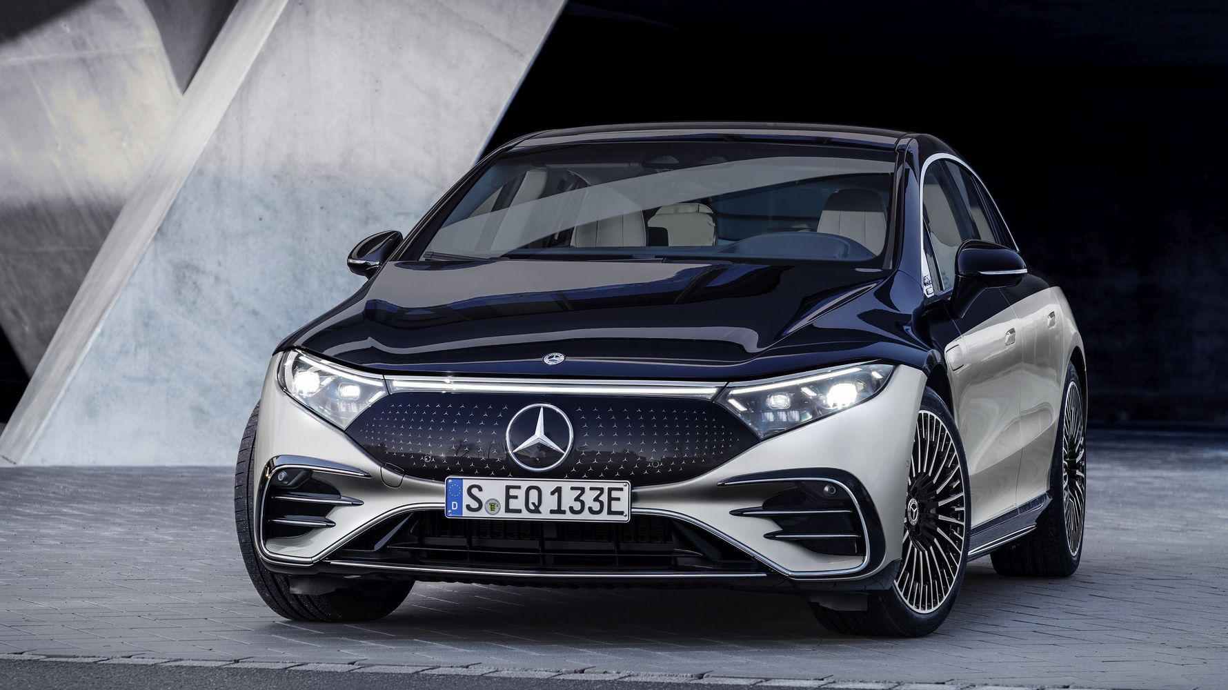 eqs, the first electric car of the mercedes eq brand in the luxury class, introduced