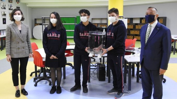 students developed a project to prevent the risk of covid infection in the elevator