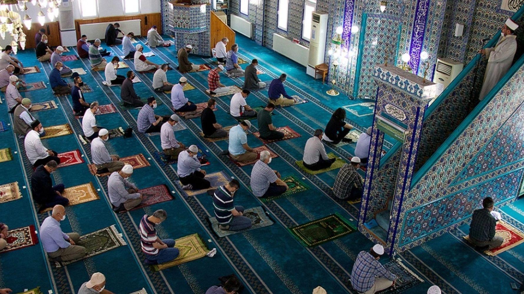 ramazan boyunca camilerde teravih namazi kilmasi yasaklandi