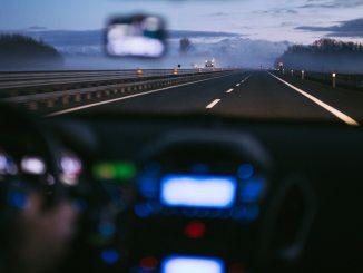 Consejos prácticos para ayudarlo a mantenerse seguro mientras conduce en carreteras con mucho tráfico
