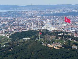 Turkiyenin el mástil más alto de la bandera turca más grande siempre dalgalandiracagiz