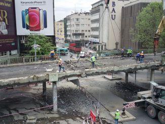 在贝西克塔斯(Besiktas),上层通道的破坏和广场的布置开始了