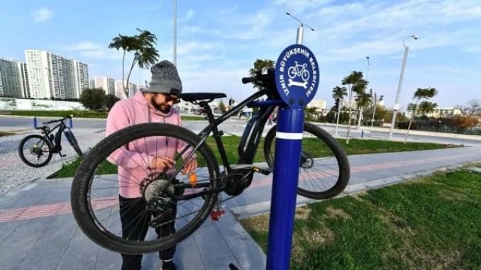 Free repair stations for bicycles have been established