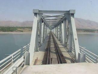 Smėliavimas ir Eufrato geležinkelio tilto, esančio po deniu, dažymas