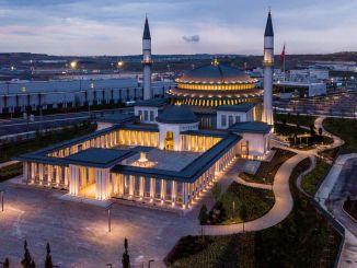 アリ・クシュク・モスクの保安官が世界初のリードゴールド認定モスクに
